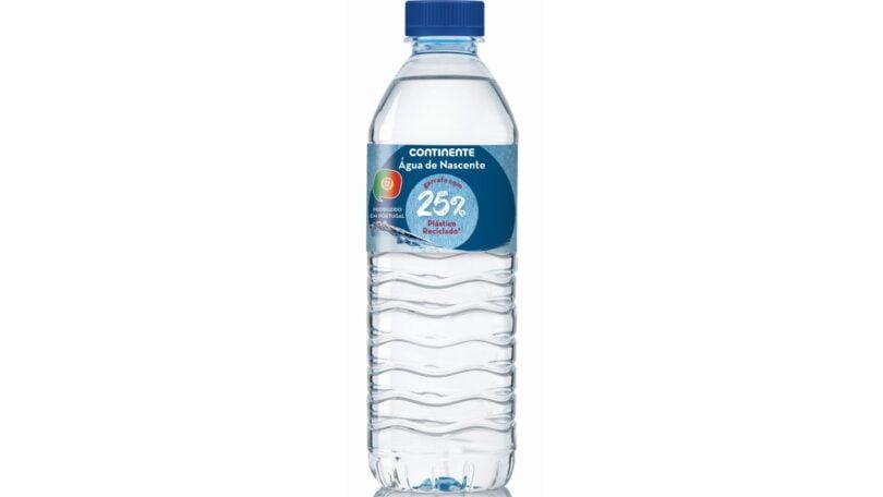 Continente poupa 400 toneladas de plástico com novas garrafas de água