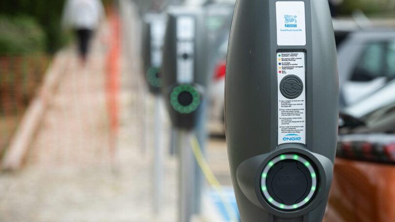 A Nestlé pretende tornar a sua frota automóvel completamente elétrica durante o período dos próximos três anos.