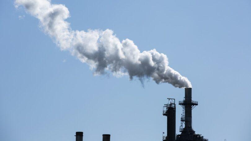 O novo relatório da AIE prevê que, para este ano, exista um aumento das emissões de dióxido de carbono em 1,5 mil milhões de toneladas.