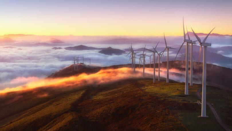 O governo espanhol introduziu uma taxa na produção de energia renovável para mitigar o impacto do aumento dos preços da eletricidade.