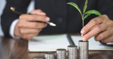 As empresas a nível mundial terão de investir 75 biliões de dólares para atingir as metas do Acordo de Paris, revelou um novo relatório.